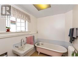 516 Quadra St-Property-22163384-Photo-16.jpg