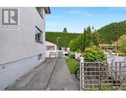 516 Quadra St-Property-22163384-Photo-4.jpg