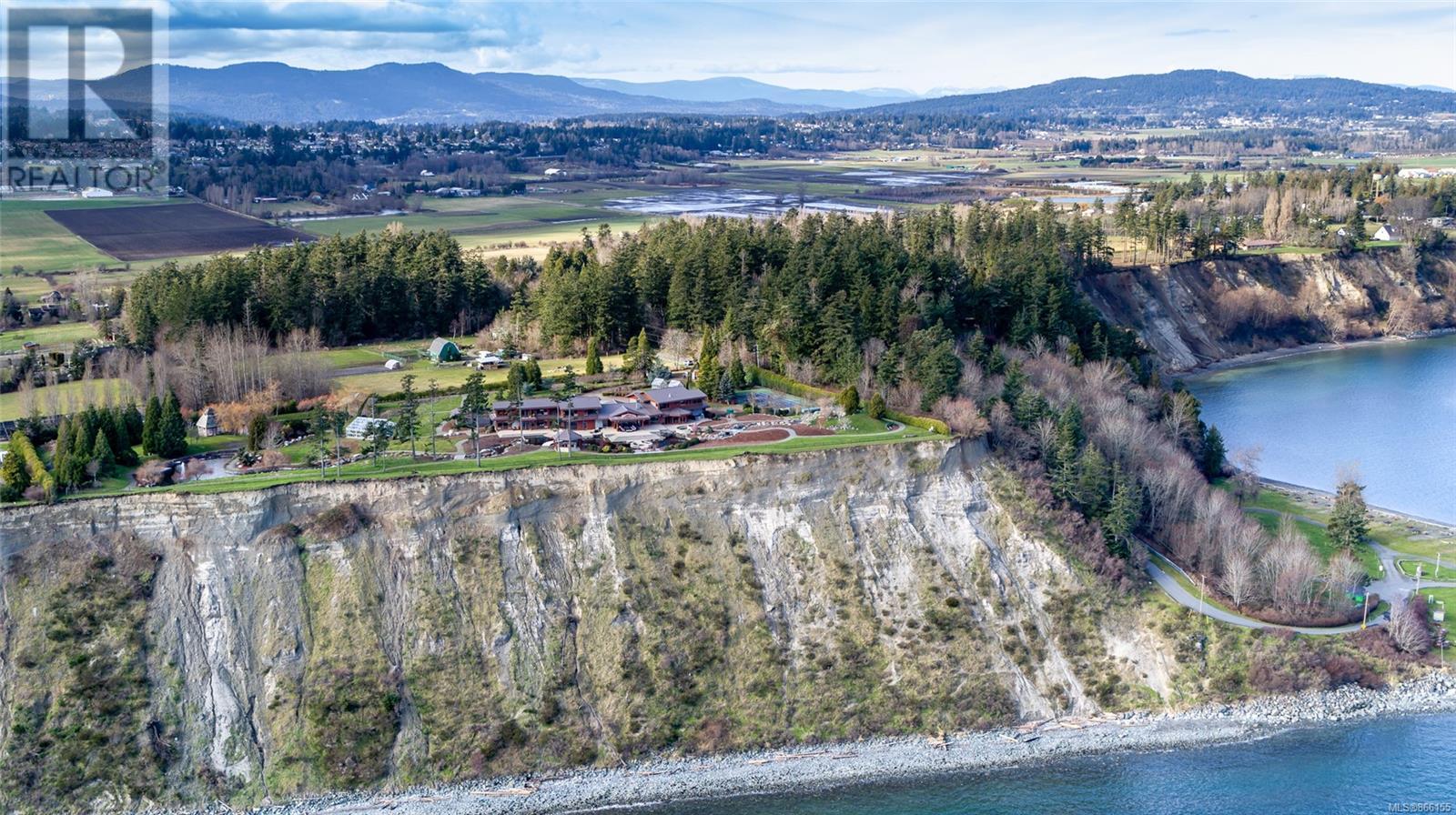 3275 Campion RdCentral Saanich, British Columbia  V8M 1W7 - Photo 3 - 866155